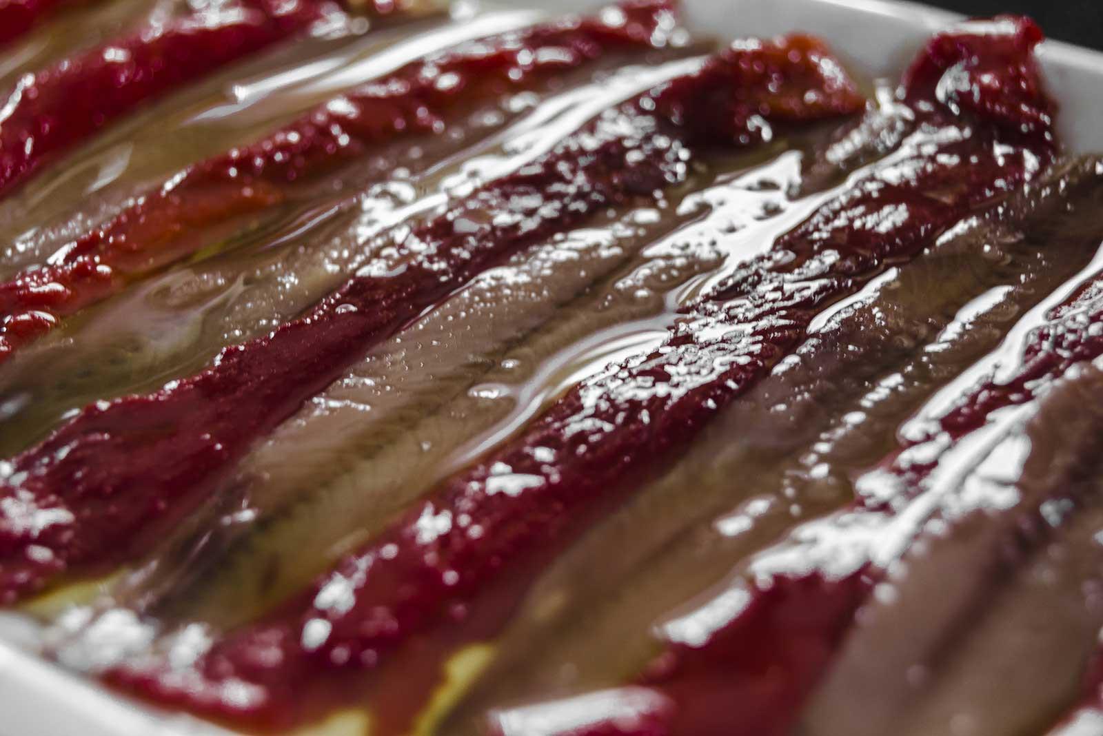 Los filetes de anchoa se eleboran de forma tradicional, siguiendo los procedimientos artesanales transmitidos de generación en generación y las técnicas más modernas